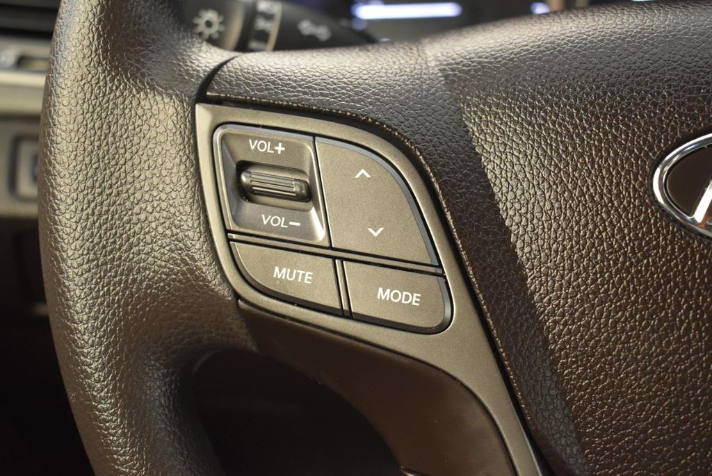 2017 Hyundai Santa Fe Sport 2.4L Automatic - 18093583 - 19