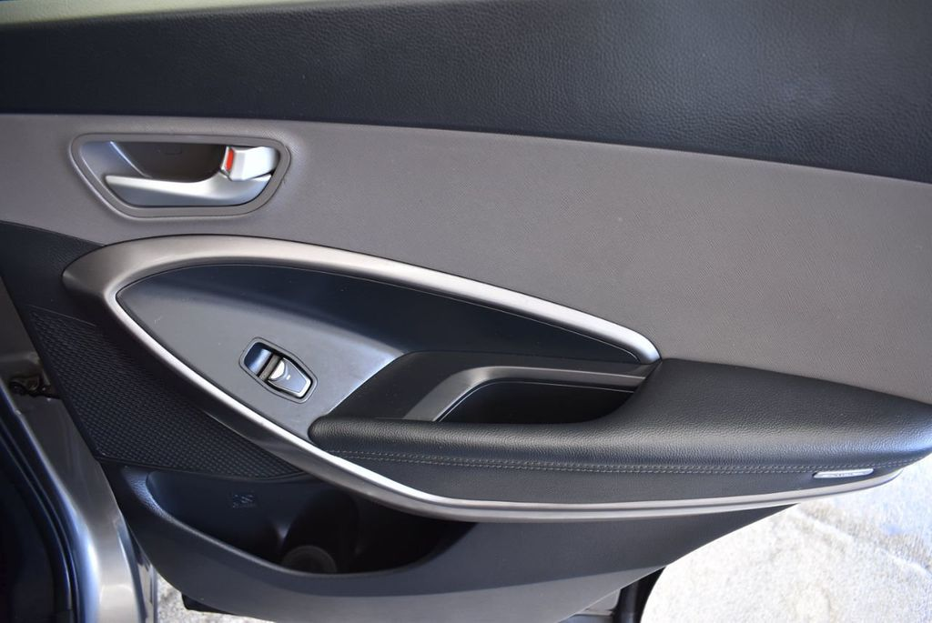 2017 Hyundai Santa Fe Sport 2.4L Automatic - 18093579 - 23