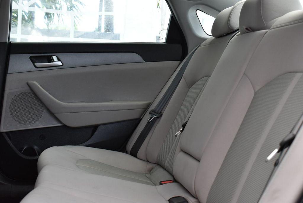 2017 Hyundai Sonata  - 18712677 - 10