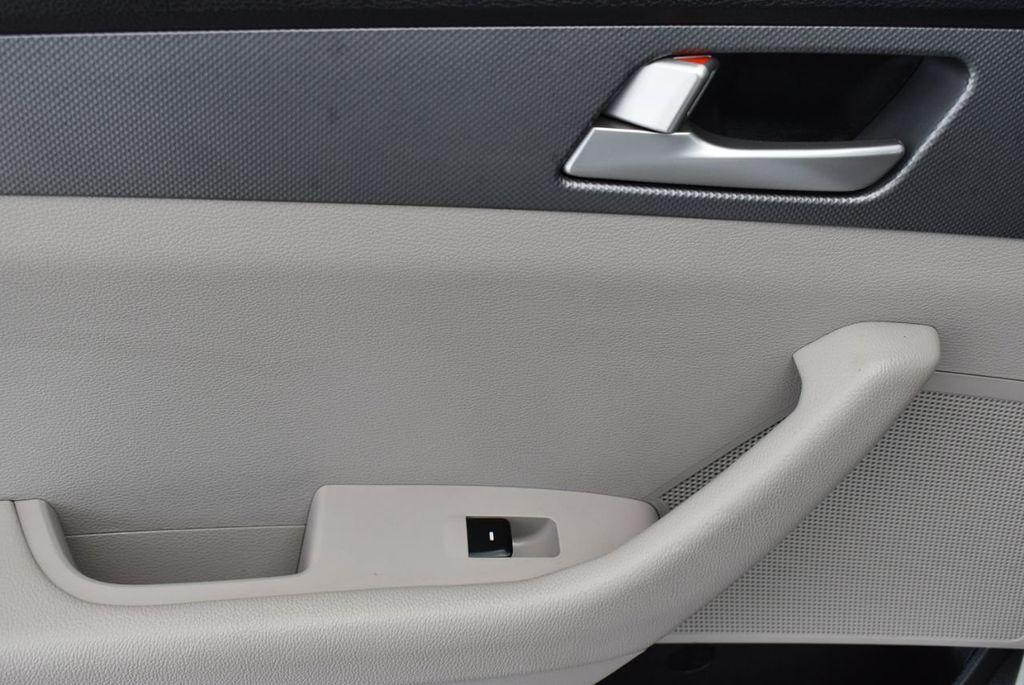 2017 Hyundai Sonata  - 18712677 - 11