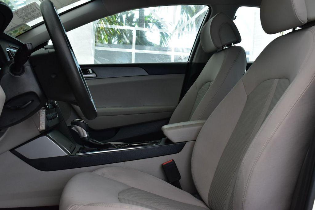 2017 Hyundai Sonata  - 18712677 - 12