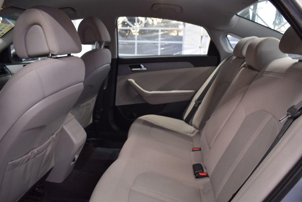 2017 Hyundai Sonata 2.4L - 18497654 - 10