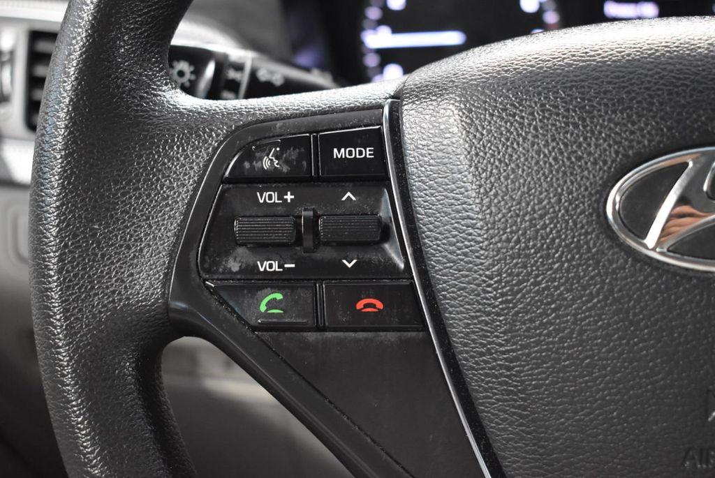 2017 Hyundai Sonata 2.4L - 18497654 - 17