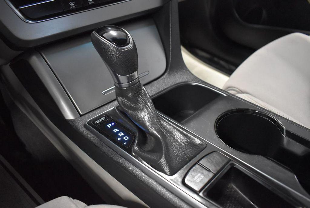 2017 Hyundai Sonata 2.4L - 18497654 - 19