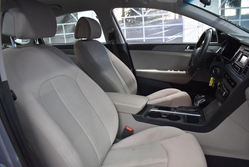 2017 Hyundai Sonata 2.4L - 18497654 - 23