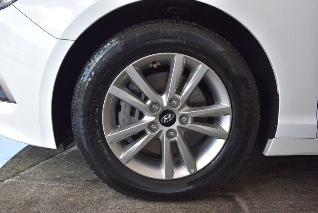 2017 Hyundai Sonata 2.4L - 18171089 - 11