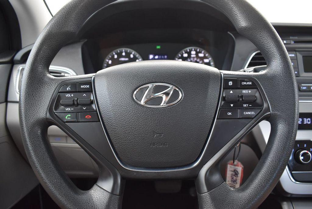 2017 Hyundai Sonata 2.4L - 18439610 - 17