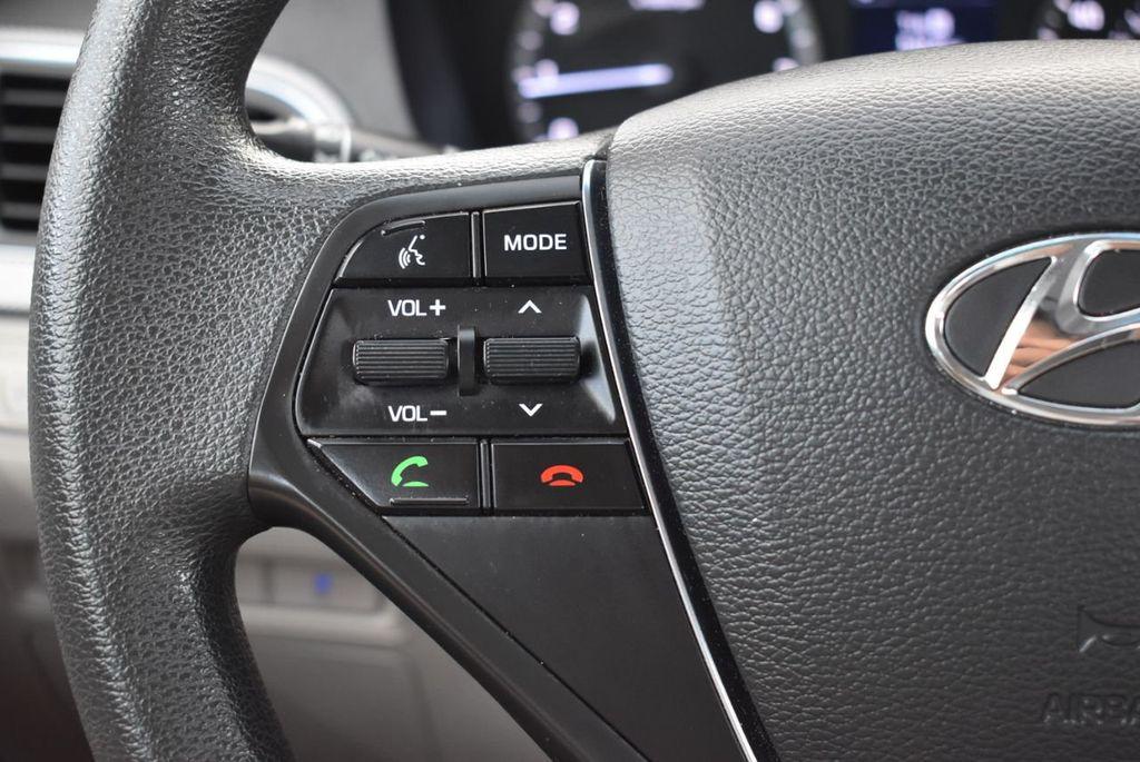 2017 Hyundai Sonata 2.4L - 18439610 - 19