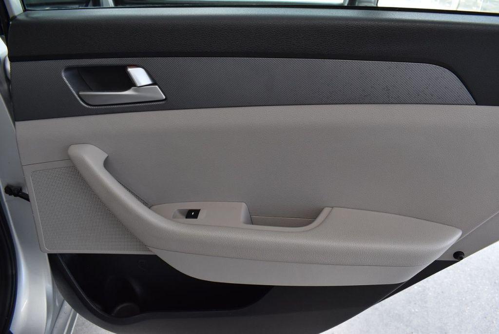 2017 Hyundai Sonata 2.4L - 18439610 - 23