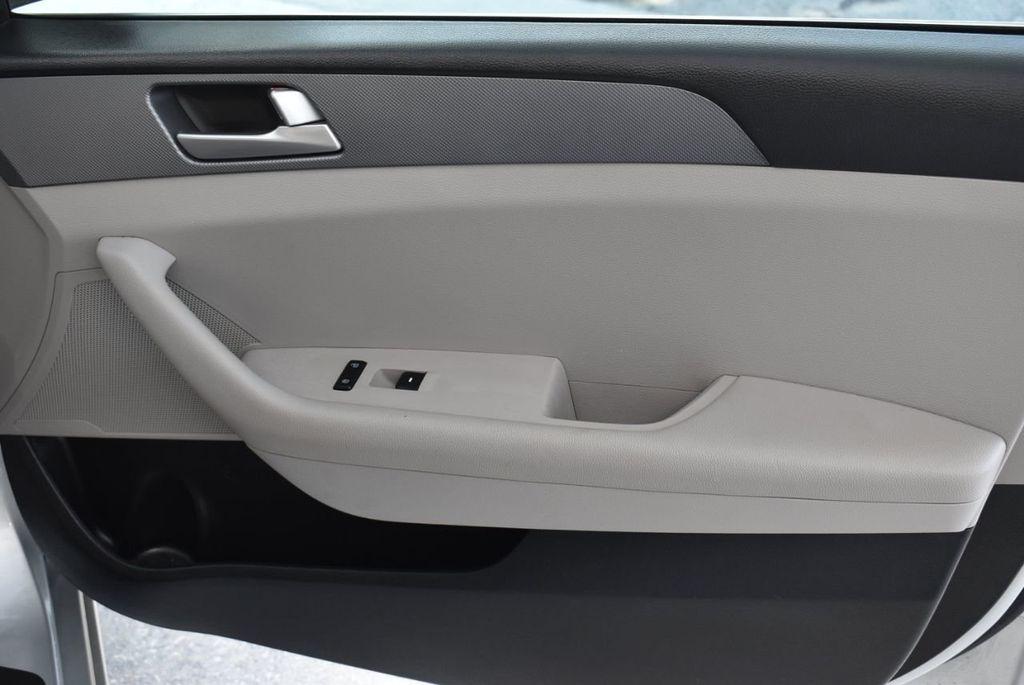 2017 Hyundai Sonata 2.4L - 18439610 - 24