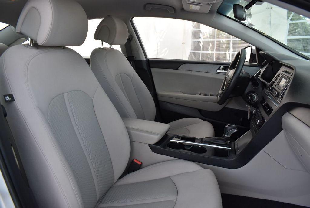 2017 Hyundai Sonata 2.4L - 18439610 - 25