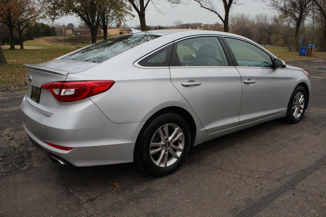 2017 Hyundai Sonata ONE OWNER W/ NEW TIRES - Click to see full-size photo viewer