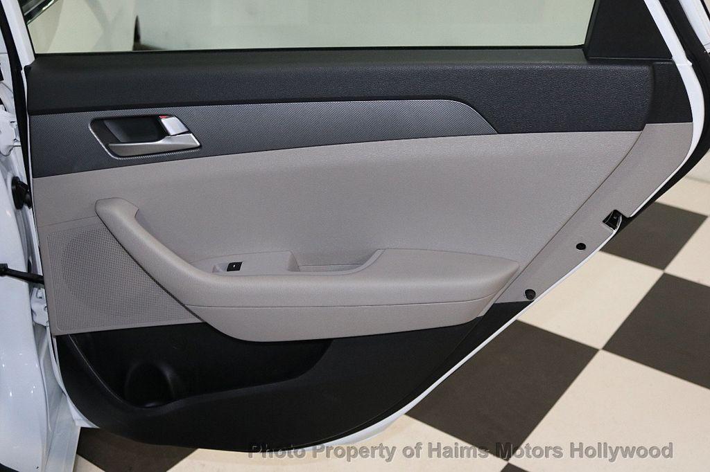 2017 Hyundai Sonata SE 2.4L - 17595324 - 11