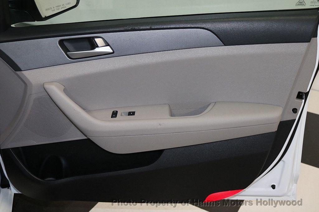 2017 Hyundai Sonata SE 2.4L - 17595324 - 12