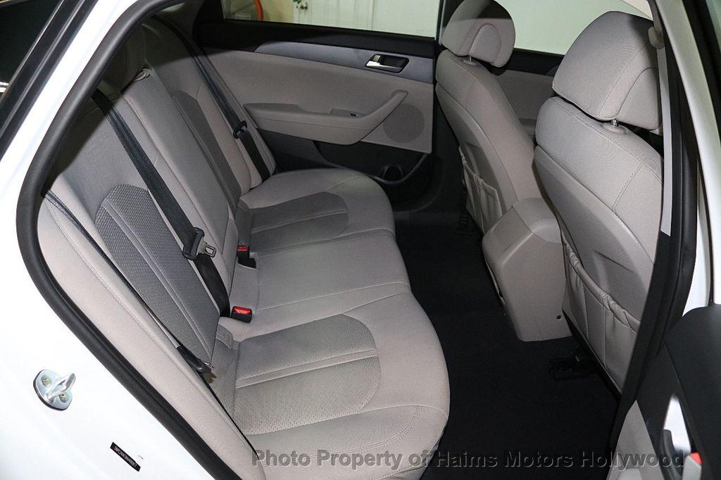 2017 Hyundai Sonata SE 2.4L - 17595324 - 14