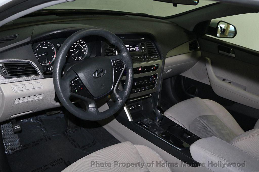 2017 Hyundai Sonata SE 2.4L - 17595324 - 17