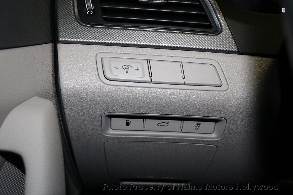 2017 Hyundai Sonata SE 2.4L - 17595324 - 23
