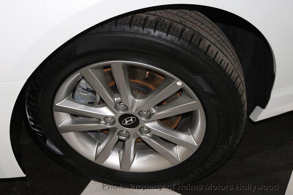 2017 Hyundai Sonata SE 2.4L - 17595324 - 29