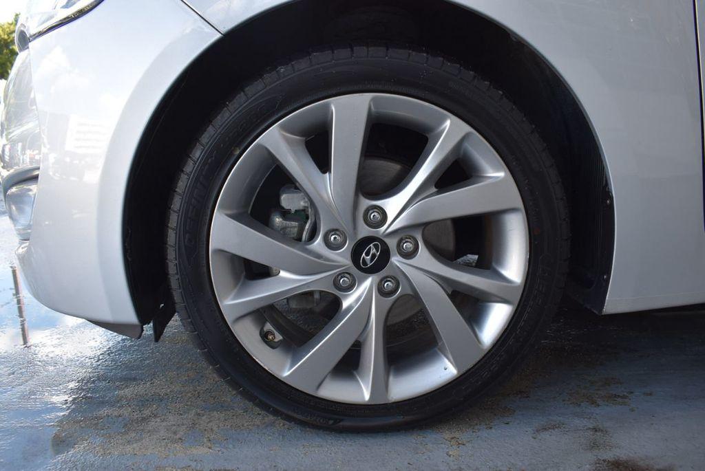 2017 Hyundai Veloster  - 18387264 - 10