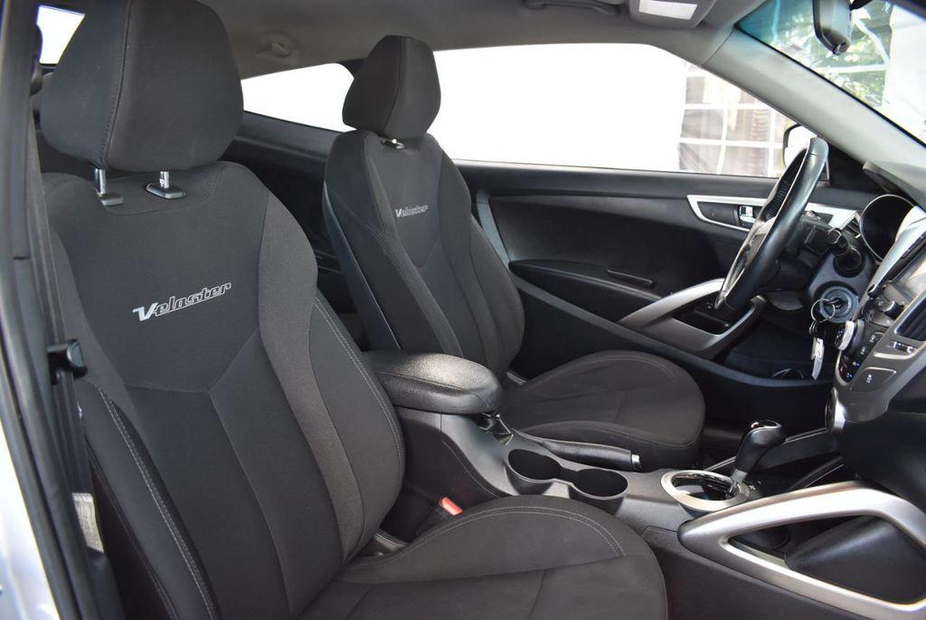 2017 Hyundai Veloster  - 18387264 - 23