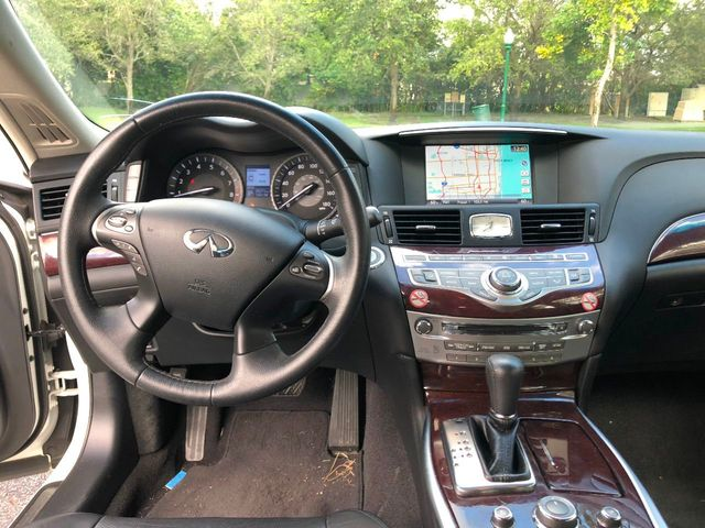 2017 INFINITI Q70 3.7 RWD - Click to see full-size photo viewer