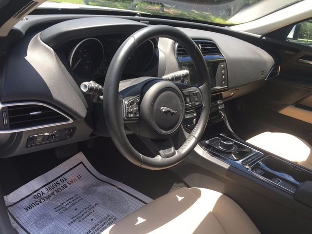 2017 Jaguar XE 25t Premium RWD - Click to see full-size photo viewer