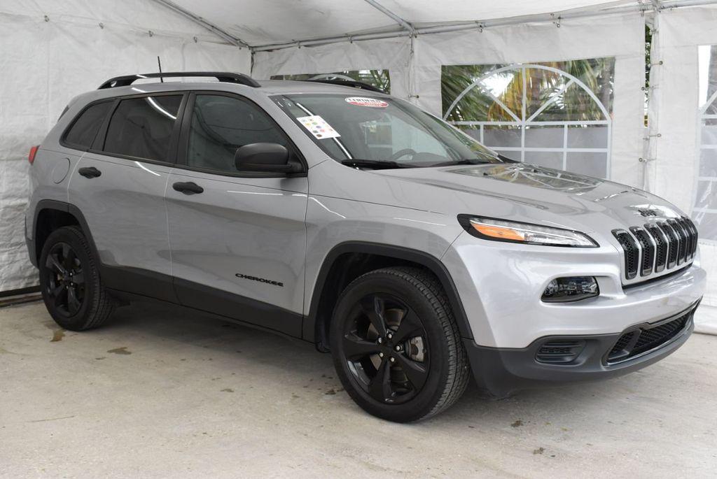 2017 Jeep Cherokee Altitude FWD - 18716095 - 1