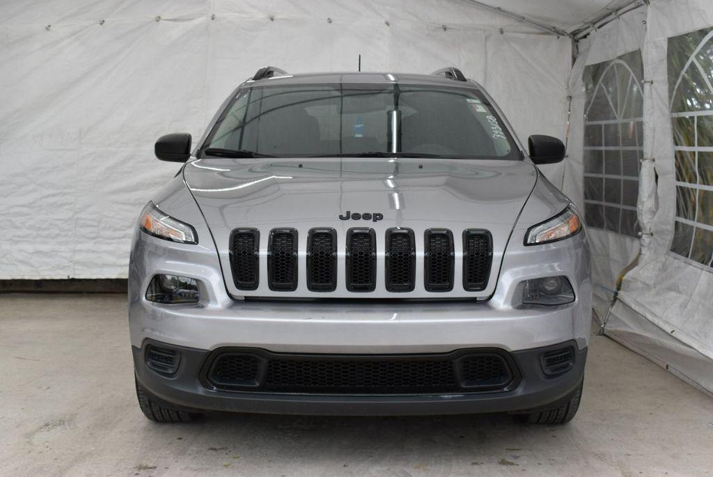 2017 Jeep Cherokee Altitude FWD - 18716095 - 4