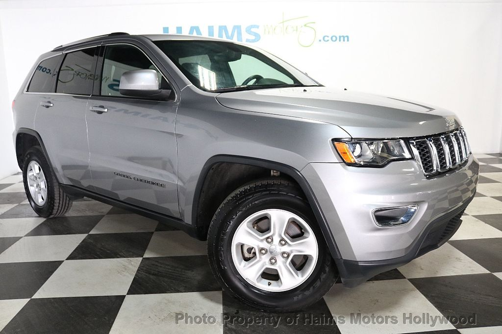 2017 Jeep Grand Cherokee Laredo 4x4 - 18187571 - 3