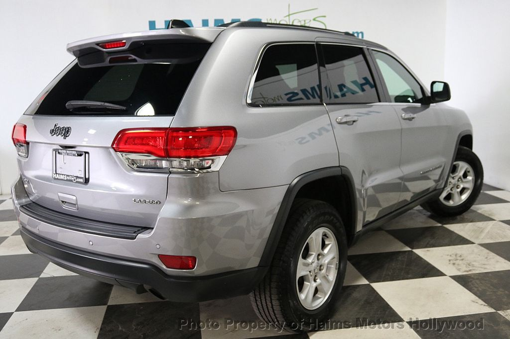 2017 Jeep Grand Cherokee Laredo 4x4 - 18187571 - 6