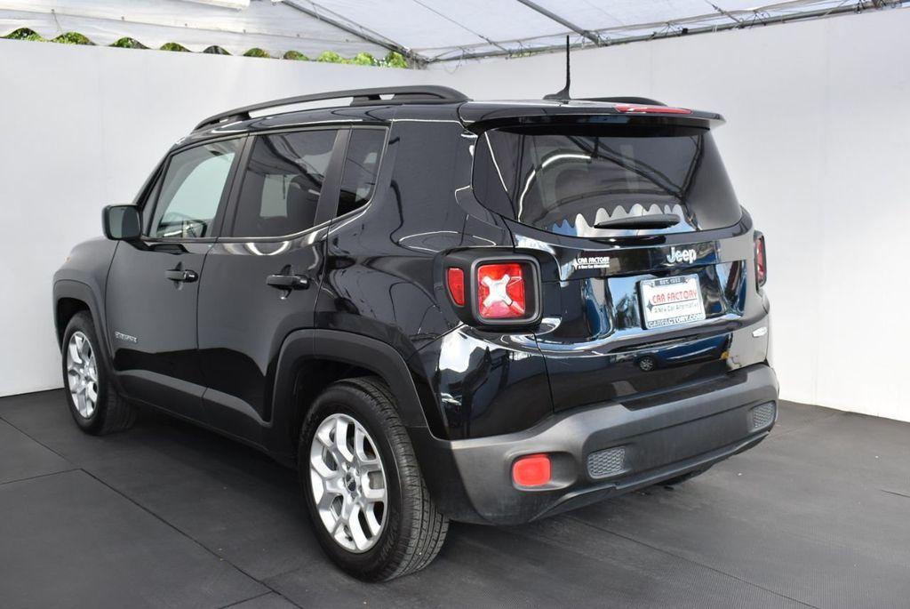 2017 Jeep Renegade Latitude FWD - 17924942 - 3