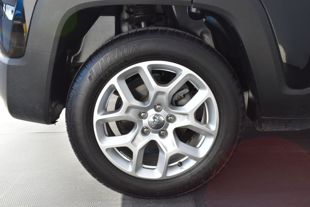 2017 Jeep Renegade Latitude FWD - 17924942 - 8