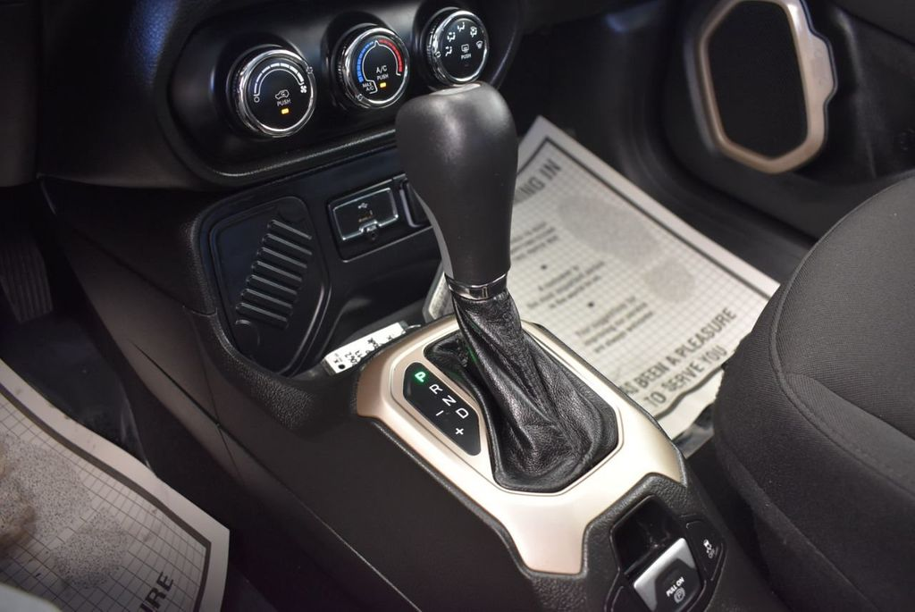 2017 Jeep Renegade Latitude FWD - 18250843 - 17