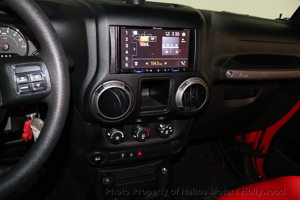 2017 Jeep Wrangler Unlimited  - 18496945 - 30