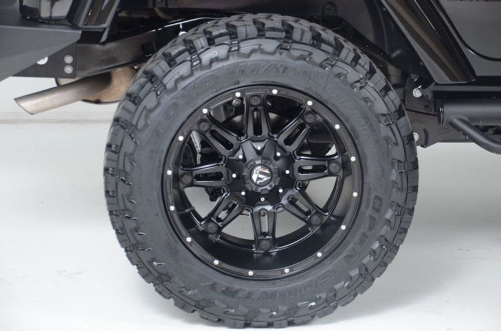 2017 Jeep Wrangler Unlimited New Rough Country Lift/Tires - 16408174 - 16