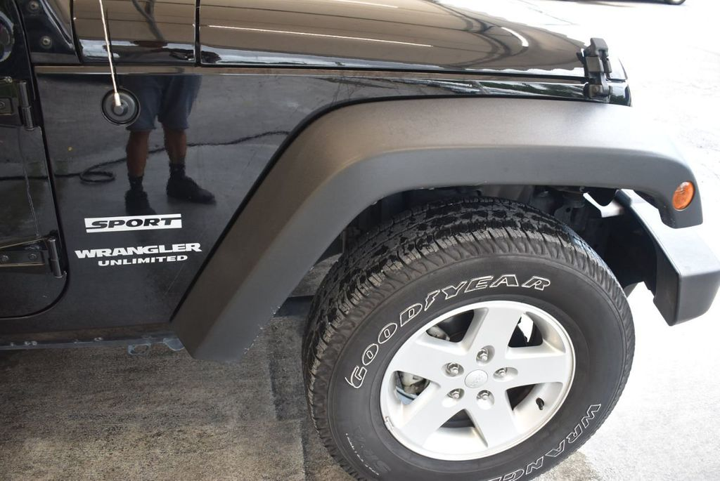 2017 Jeep Wrangler Unlimited Rubicon 4x4 - 17986922 - 10