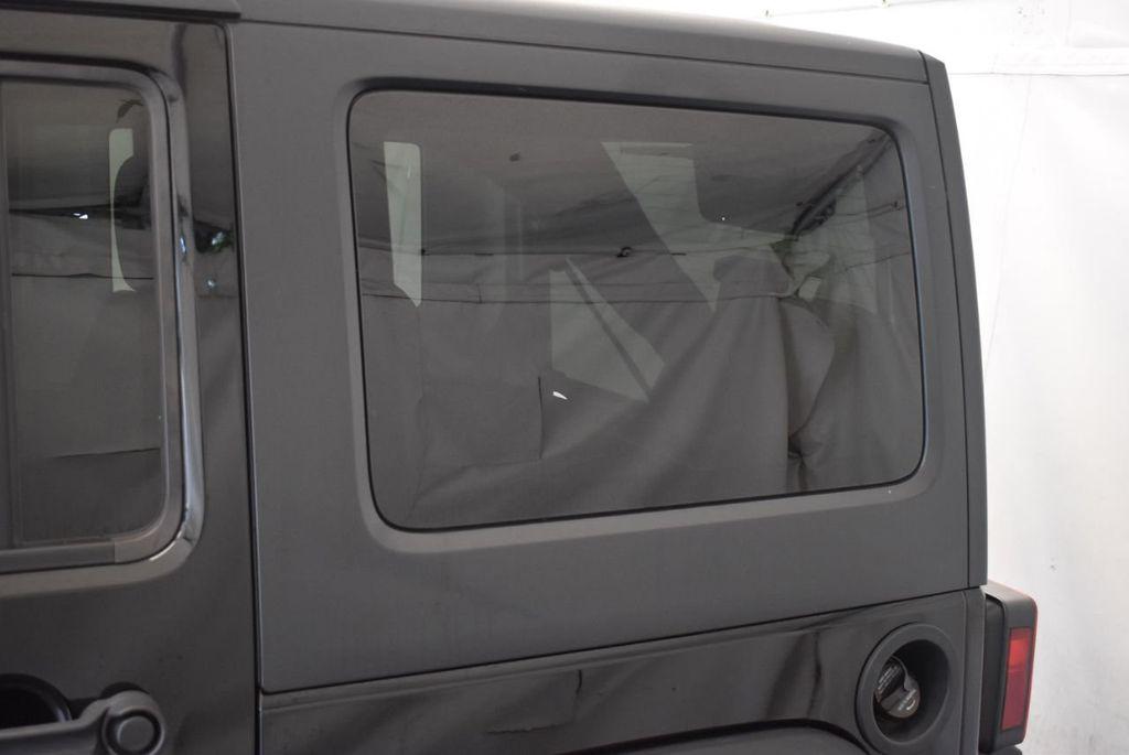 2017 Jeep Wrangler Unlimited Rubicon 4x4 - 17986922 - 5