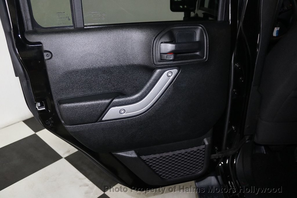 2017 Jeep Wrangler Unlimited Sahara 4x4 - 17858508 - 24