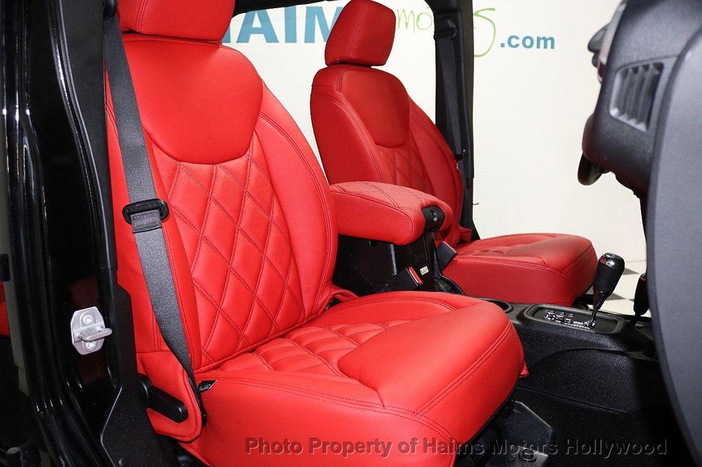 2017 Jeep Wrangler Unlimited Sahara 4x4 - 17858508 - 29