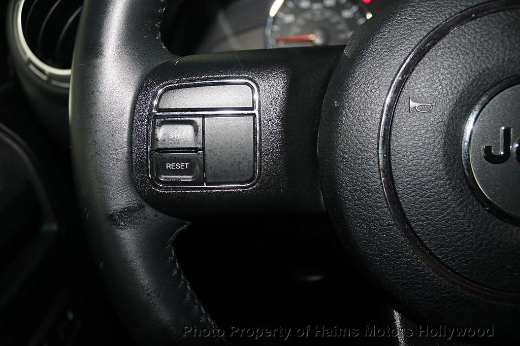 2017 Jeep Wrangler Unlimited Sahara 4x4 - 17858508 - 36