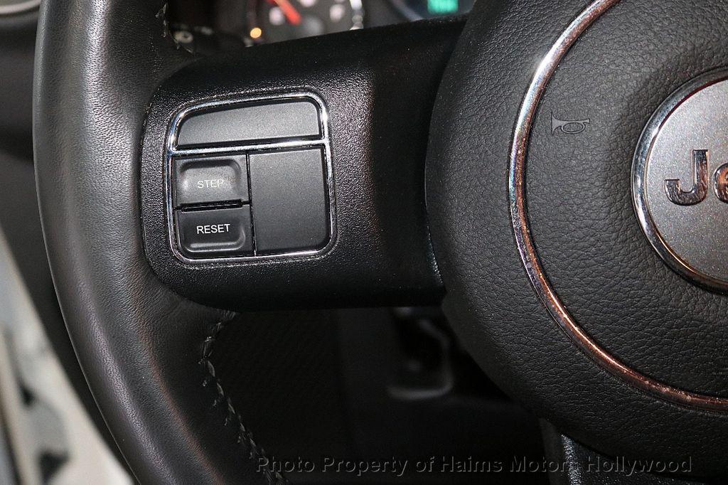 2017 Jeep Wrangler Unlimited Sahara 4x4 - 18387179 - 32