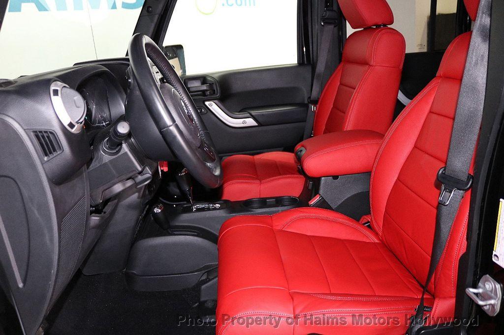 2017 Jeep Wrangler Unlimited Sahara 4x4 - 18482193 - 28