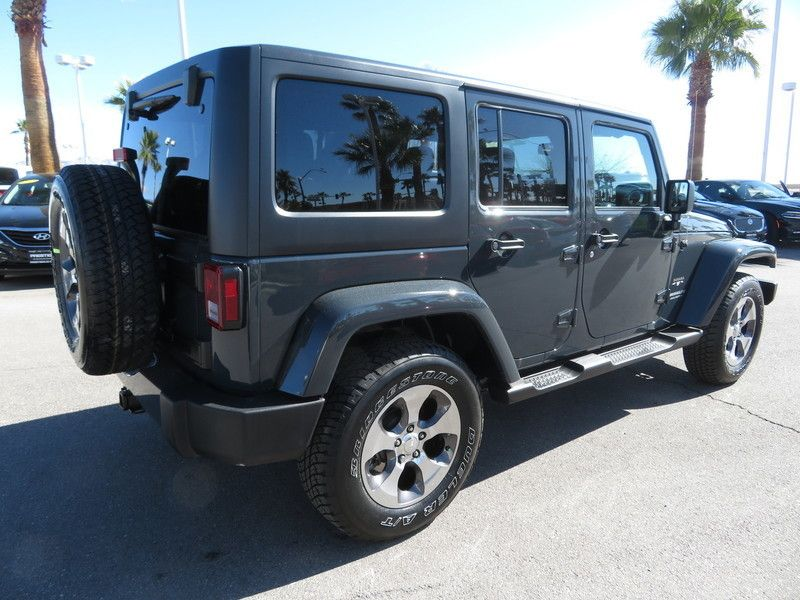 2017 Jeep Wrangler Unlimited Sahara 4x4 - 17407104 - 11