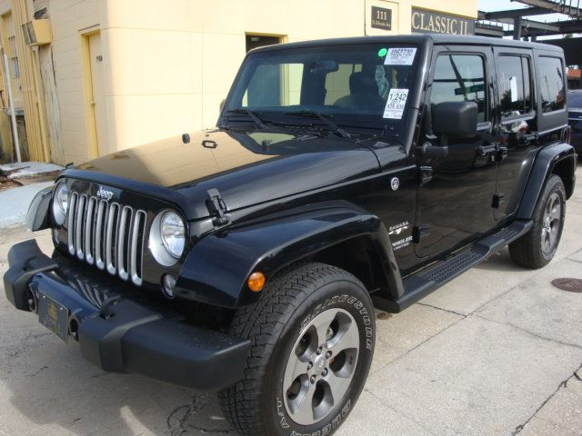 2017 Jeep Wrangler Unlimited Sahara 4x4 - 18393609 - 0