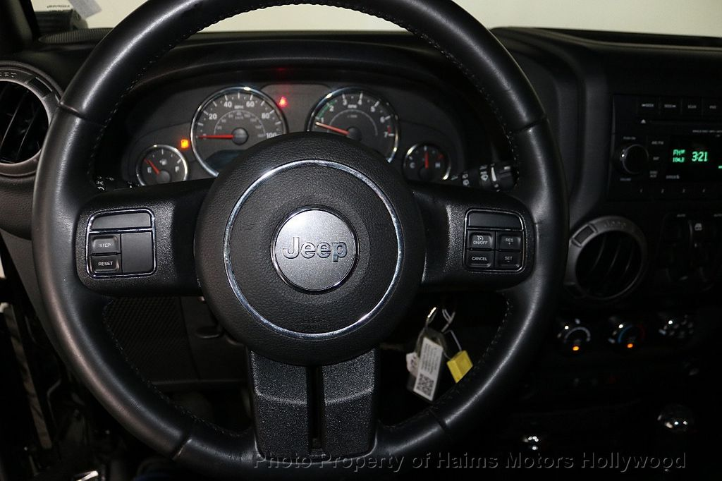 2017 Jeep Wrangler Unlimited Sport 4x4 - 18122625 - 26