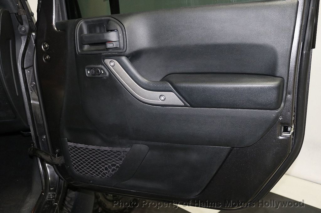 2017 Jeep Wrangler Unlimited Sport 4x4 - 18130393 - 28