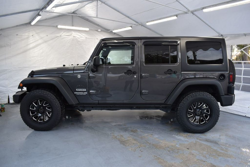 2017 Jeep Wrangler Unlimited UNLIMITED - 18343623 - 4