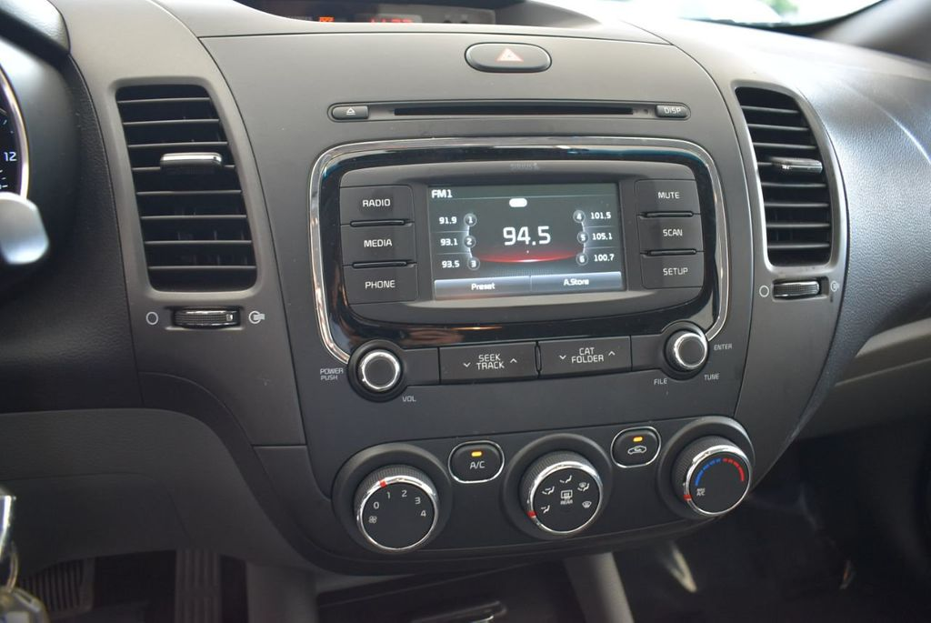 2017 Kia Forte LX Automatic - 18044370 - 9