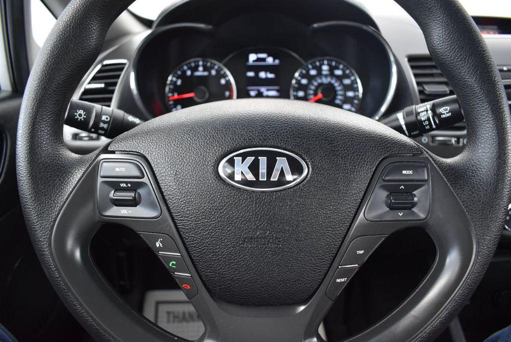 2017 Kia Forte LX Automatic - 18249989 - 17