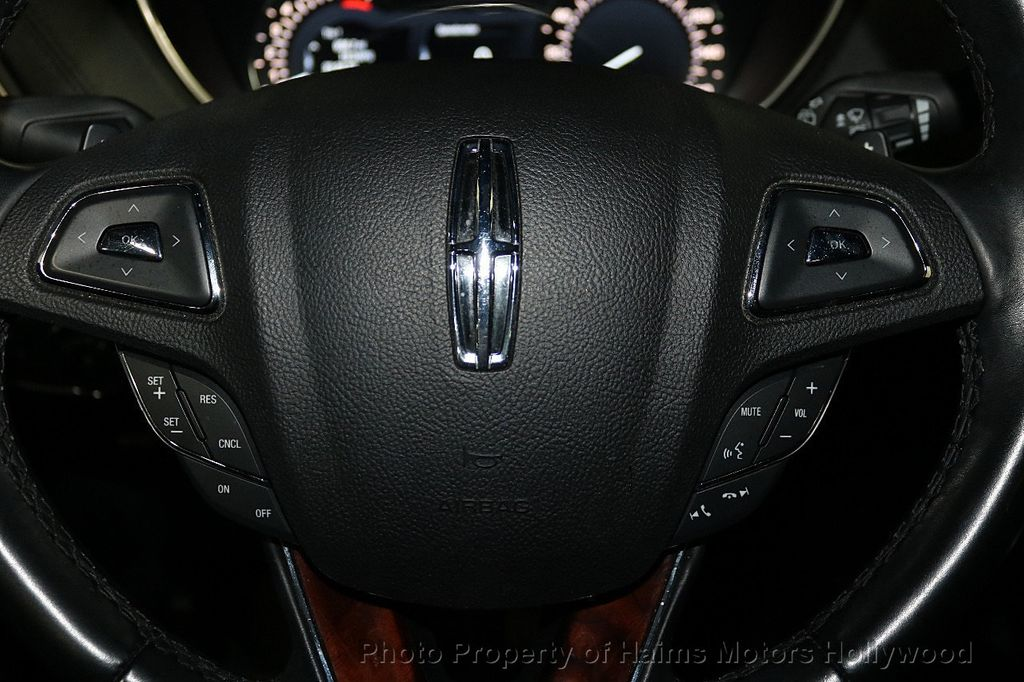 2017 Lincoln MKX Reserve FWD - 18146709 - 28